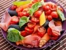 Рецепта Многоцветна паста с чери домати, хамон и босилек